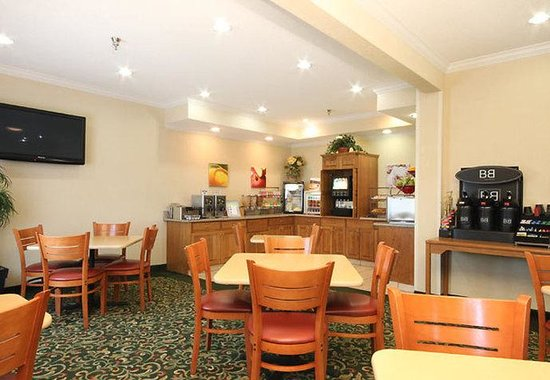 Moline, IL: Breakfast Dining Area