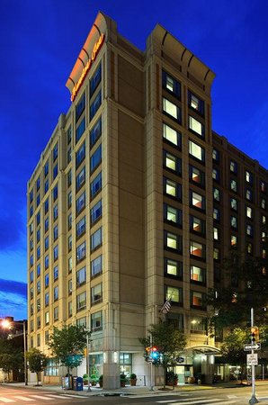 Hampton Inn Philadelphia Convention Center: Hotel Exterior