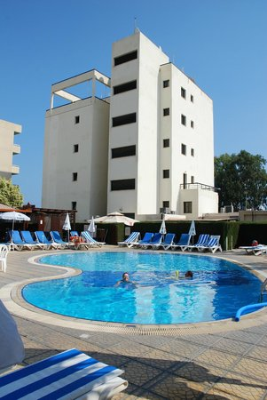 Pigeon Beach Hotel Apartments
