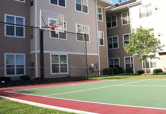 Residence Inn Buffalo Cheektowaga: Sport Court