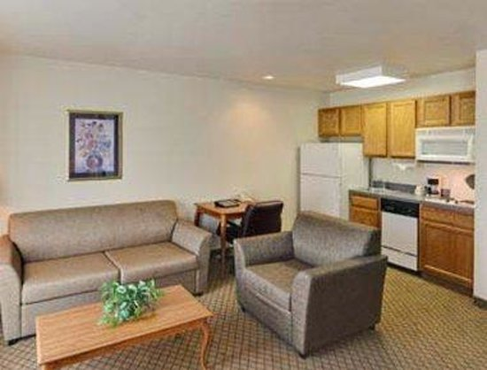 Hawthorn Suites by Wyndham Decatur: Guest Room