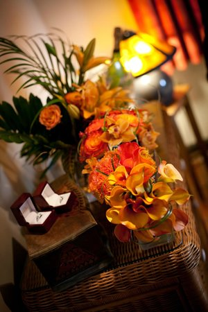 Villa Montana Beach Resort:                                     Flower arrangements