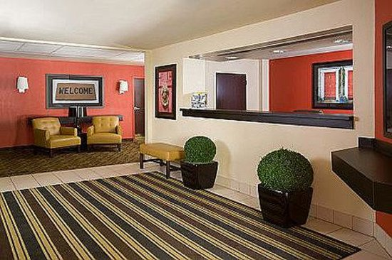 Extended Stay America - Chicago - Lombard - Oakbrook: Lobby and Guest Check-in