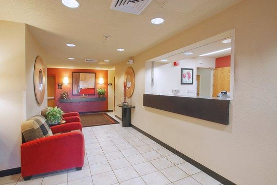 Extended Stay America - Cincinnati - Blue Ash - Kenwood Road: Lobby and Guest Check-in