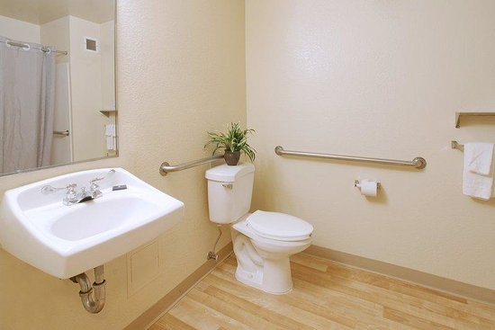 Extended Stay America - Cincinnati - Blue Ash - Kenwood Road: Bathroom