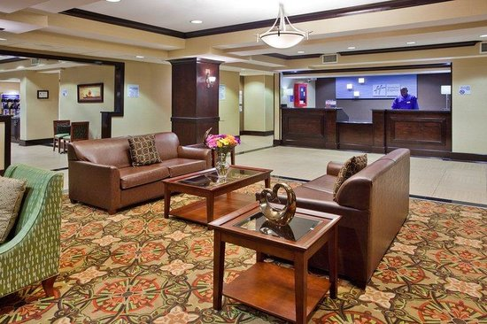 Holiday Inn Express Charlotte - Concord / I-85: The Lobby Has Several Sitting Areas