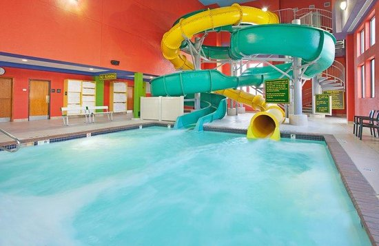 Holiday Inn Kearney: Two Thirty Foot Tall Water Slides