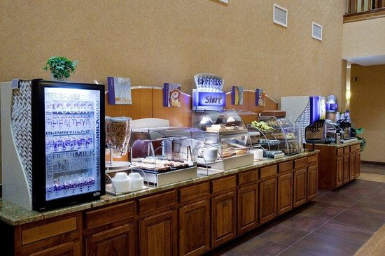 Holiday Inn Express Hotel & Suites Washington: St George Hotel, Complimentary hot breakfast everyday