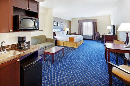 Holiday Inn Express Hotel & Suites Cookeville: Suite