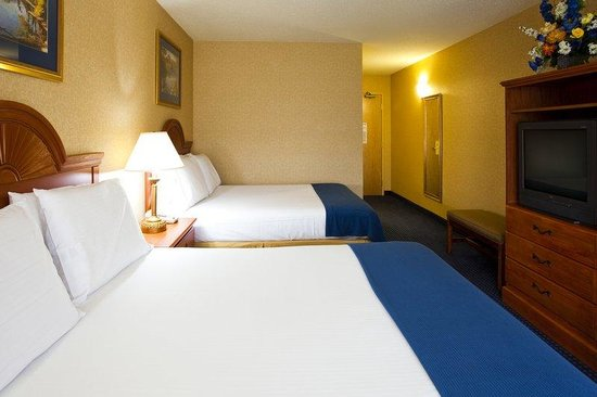 Holiday Inn Express Syracuse Airport: Double Bed Guest Room