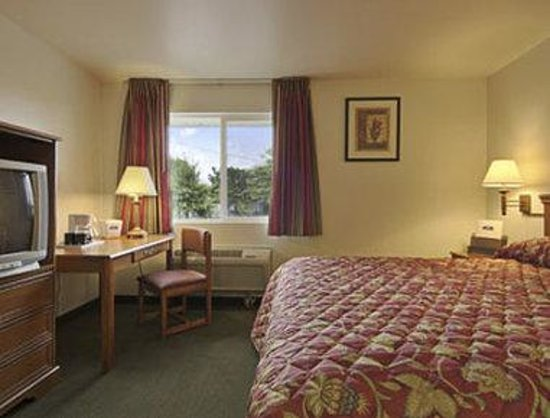 Howard Johnson Inn Salem: Standard One Queen Bed