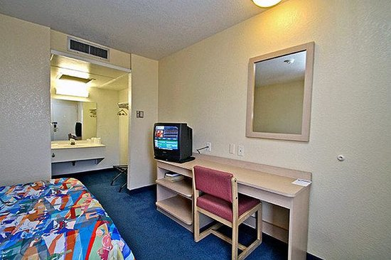 Motel 6 Corona: MSingle
