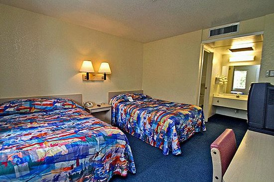 Motel 6 Corona: MDouble