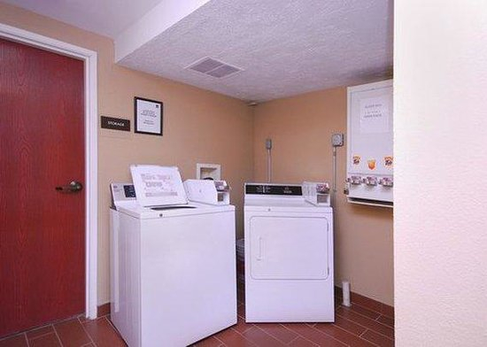 Sleep Inn: guest laundry