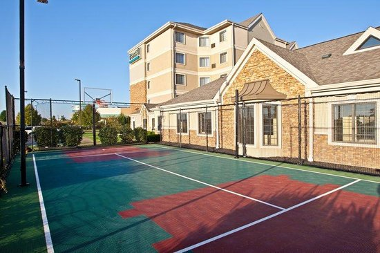 Staybridge Suites Indianapolis - Fishers: Sports Court
