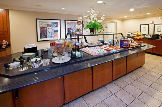 Staybridge Suites Indianapolis - Fishers: Breakfast Bar