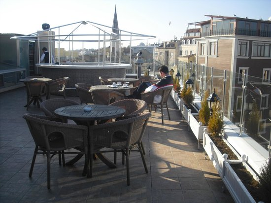 Lady Diana Hotel: Roof top terrace