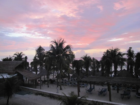 Sandos Playacar Beach Resort &amp; Spa:                   Sunrise from our room