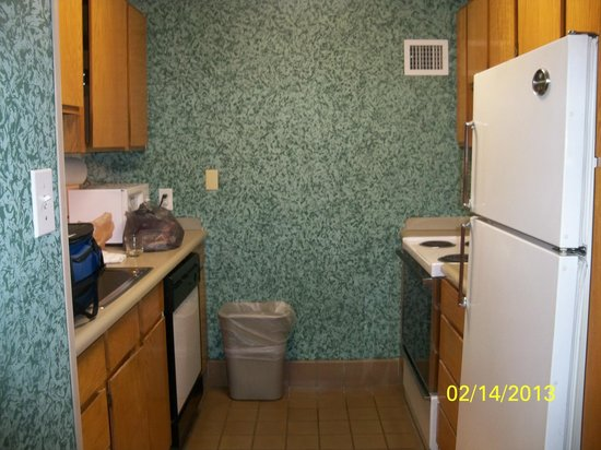 Garfield Suites Hotel:                   Kitchen
