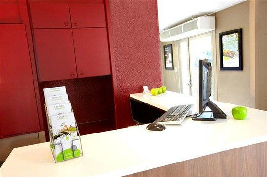 Campanile Avignon Sud Montfavet: Front Desk
