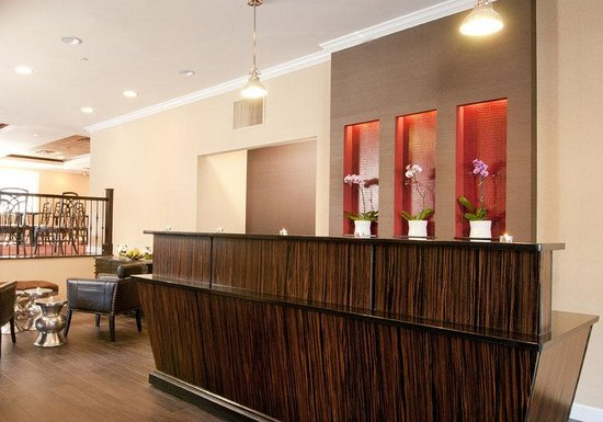 BEST WESTERN PLUS Inn at the Peachtrees: Front Desk