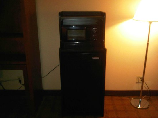 Four Points by Sheraton Philadelphia Northeast:                   Microwave and fridge... never see those in the Four Points I usually stay at b