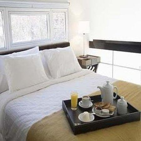 Hollywood Suites & Lofts: Guest Room