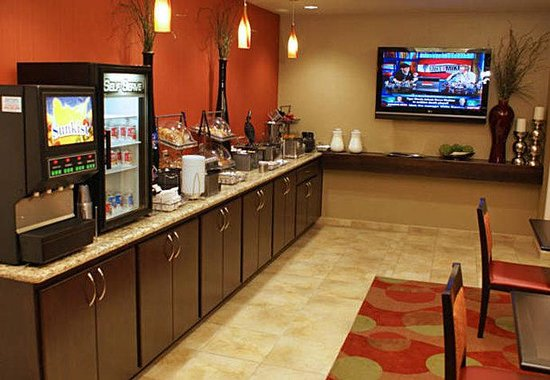 TownePlace Suites St. George: Complimentary Continental Breakfast