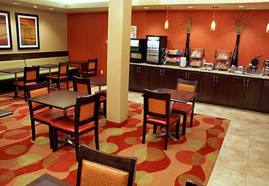 TownePlace Suites St. George: Breakfast & Activity Room