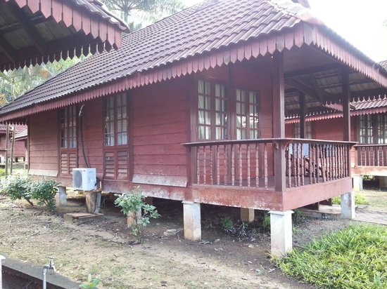 Teluk Dalam Resort:                                     Old and lack of mantainence TERUK Dalam Resort (broken fence