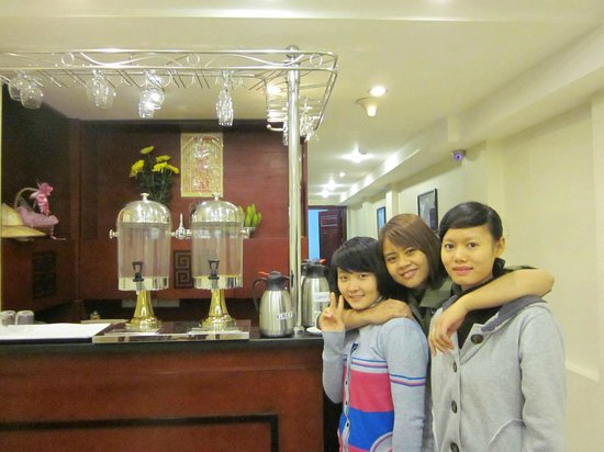 Hanoi Paradise Hangbac Hotel:                   Friendly and cheerful staff serve breakfast with smile on their face
