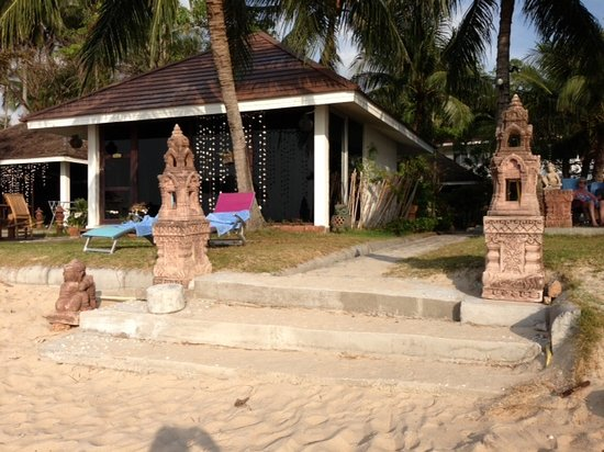 Rajapruek Samui Resort: New Stairs to the beach