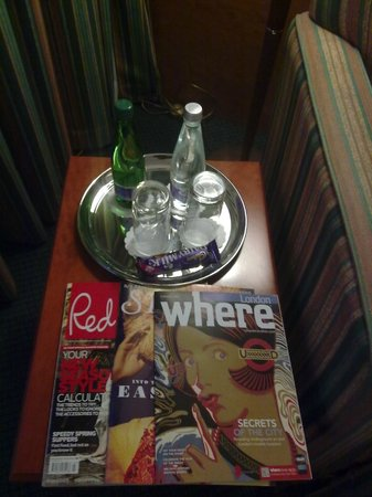 Holiday Inn London - Heathrow: HI London-Heathrow - Magazines