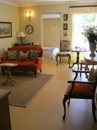 Belvedere Cottages & B&B:                   Living room with sleeping room behind