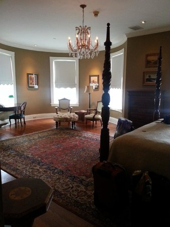 The Courtyard at Lake Lucerne:                   Dr. Phillips Room
