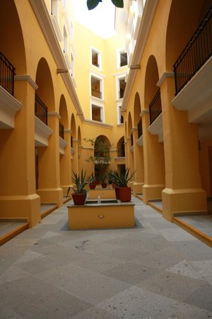 Club Casa Dorada Spa & Golf Resort:                                     Courtyard