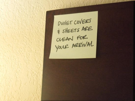 Hampton Inn Cocoa Beach: sticky note left