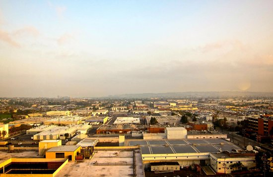 Hilton Los Angeles Airport:                   View from the Executive Floor breakfast room