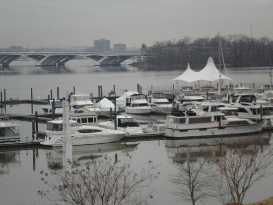 Gaylord National Resort & Convention Center: Marina outside Hotel