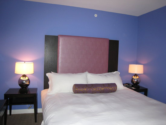 Opus Hotel: Comfortable bed (room 701)