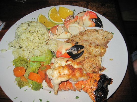 Capricorn Resort: Lucky for us lobster was in season in February