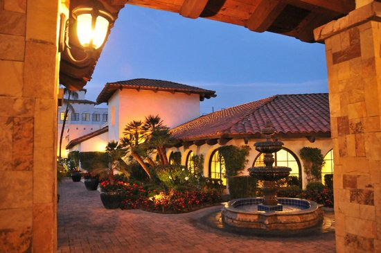 Rancho Las Palmas Resort & Spa:                   Guest registration and conference buidling