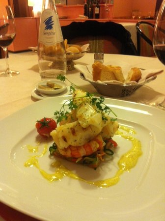 Brunelleschi Hotel:                   Calamari-Scampi sur son nid de lgumes