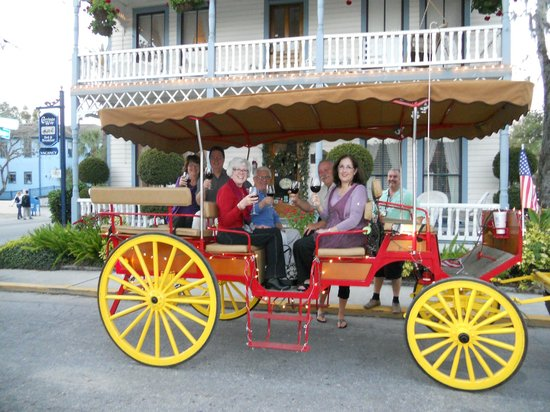 Carriage Way Bed and Breakfast: Taking a carriage ride in front of the Inn