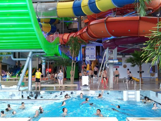 Indoor pool and water slides picture of badeparadies for Titisee piscine