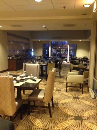 Sheraton Hartford South Hotel:                   Intimate dining area