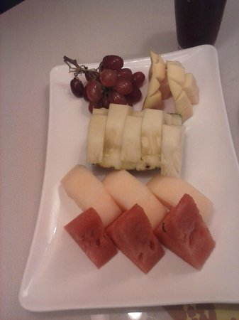 Widus Resort and Casino: Fruit Platter