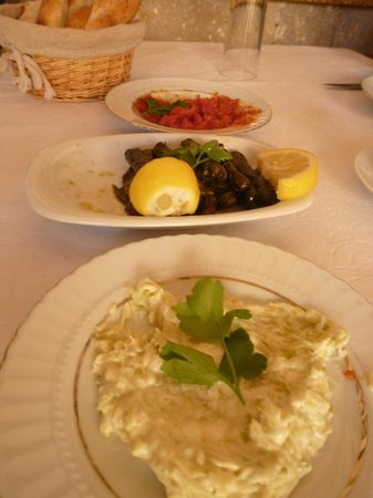 Mustafapasa, Turcja:                   Complimentary dips and my stuffed grape leaf