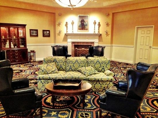Wyndham Gettysburg:                   lobby
