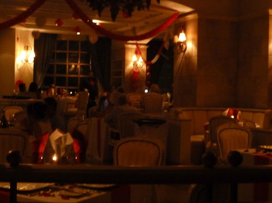 Sandos Cancun Luxury Experience Resort:                   Seasons dining for valentines day dinner